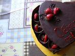 Шоколадова торта – кутия сърце с бонбони