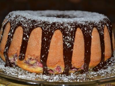 Кекс с ягоди и шоколадова заливка