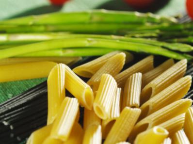 Къси макарони със зелени аспержи