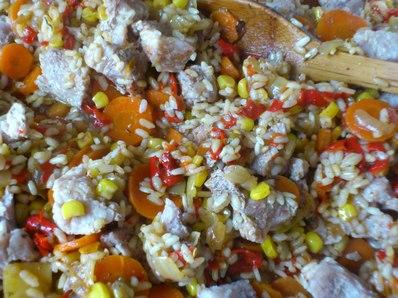 Шарен ориз с месо на фурна