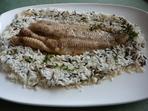 Бяла риба върху оризово канапе