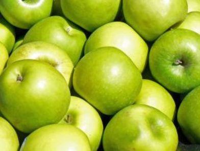 Салата от маруля и ябълки