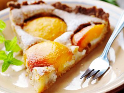 Сладкиш с праскови и ядки
