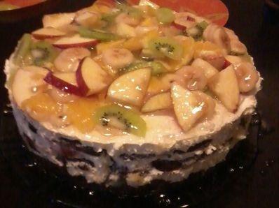 Плодова бисквитена торта