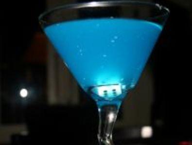 "Коктейл ""Синьо Мартини"" (Martini Blue)"
