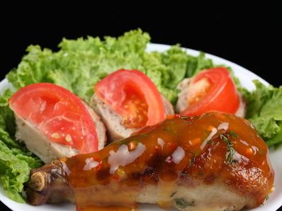 Пиле с розмарин в доматен сос