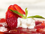 Сметаново - ягодово руло