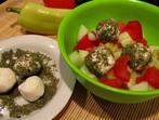 Мешана салата с ароматни топчета