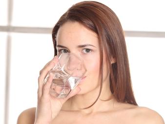Наистина ли се отслабва от чаша топла вода сутрин?