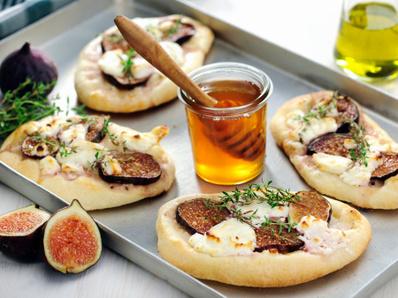 Мини пици със смокини и прошуто