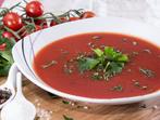 Пикантна супа с домати и тиквички