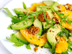 Салата с манго, авокадо и орехи