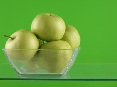 Салата с ябълки