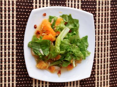 Пилешка салата с бадеми