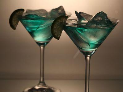 """Мартини """"Синьо небе"""" (Blue Sky Martini)"""