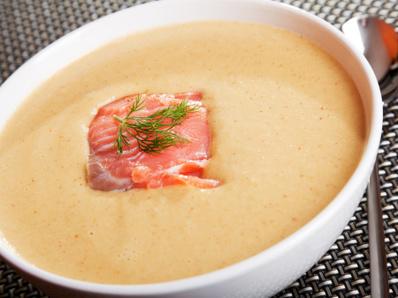 Крем супа от сьомга и авокадо
