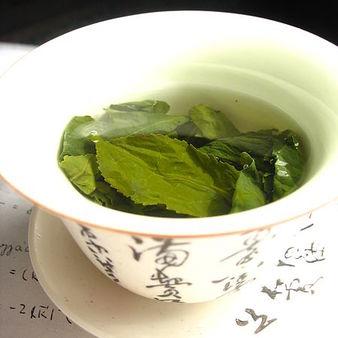 Зелен чай - живителната напитка