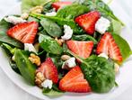 Свежа салата с ягоди и спанак