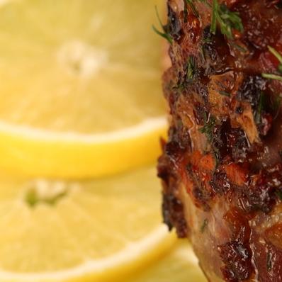 Пилешки бутчета с розмарин и лимонов сос