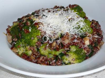 Червен ориз с броколи
