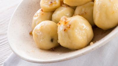 Картофени кнедли с крутони