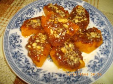 Печена тиква с бисквити и мед на фурна