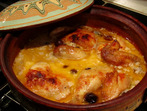 Пиле с маслини и бял сос