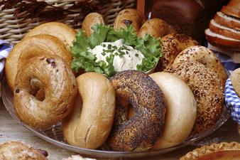 Бейгъл: Изненадващата история на един скромен хляб
