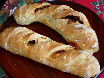 Пълнен хляб със сушени домати