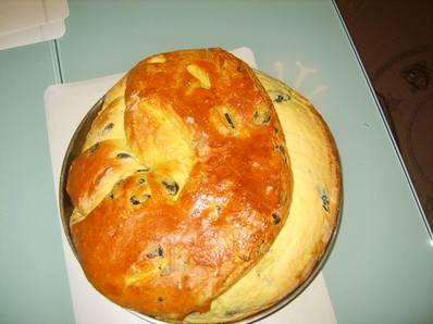Хляб с куркума и маслини