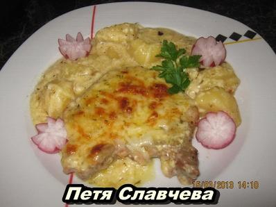 Свински пържоли с картофи и бешамел