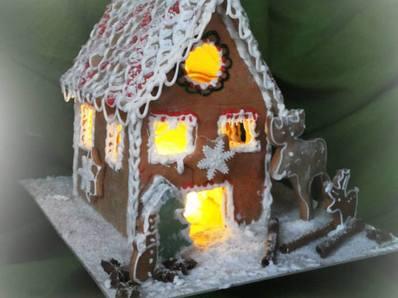 Коледна медено - джинджифилова къщичка