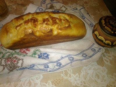 Хляб със зехтин, кашкавал и зелени маслини