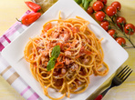 Спагети с бекон и маслини