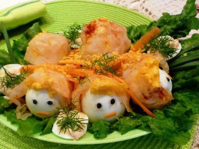 Матрёшки из яиц и квашенной капусты