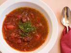 Супа с червено зеле и ябълки
