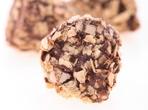 Шоколадови топчета с ядки, корнфлейкс и череши