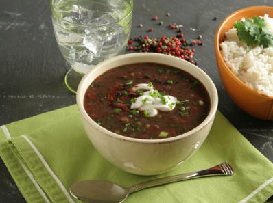 Супа с черен фасул и салца