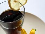 Коктейл с чай и ябълков сок