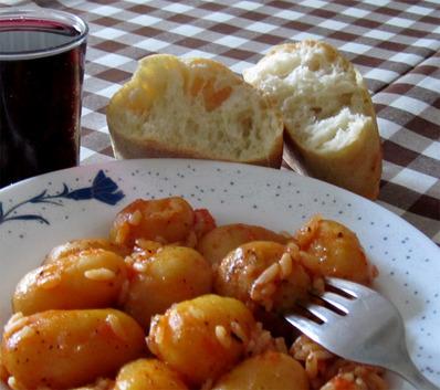 Картофки с ориз и домати