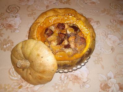 Пълнена тиква с плодове, локум и мед