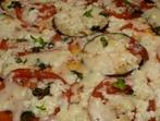 Пица с патладжан, домат и сирена
