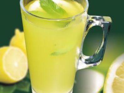 Домашна лимонада с листа от мента