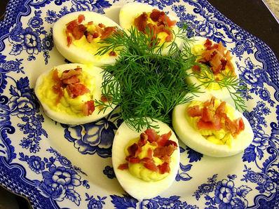 Пълнени яйца с бекон и майонеза