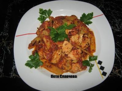 Пилешко с гъби и бамбук с ароматен доматен сос