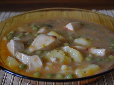 Яхния от пиле с картофи и грах