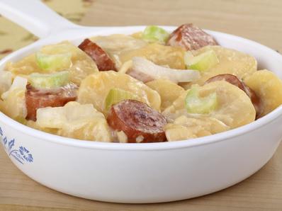 Запеканка от картофи и наденица