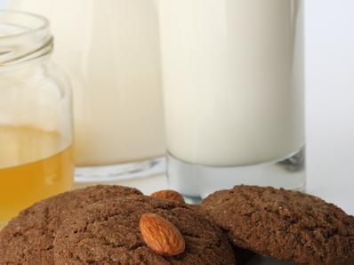 Орехово мляко с мед