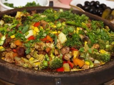 Сач с хапки месо и зеленчуци