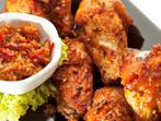 Пилешки крилца с маслини и печени чушки